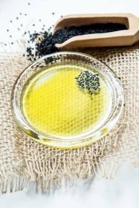 Świeży olej z czarnuszki Olini